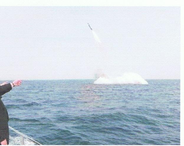 64af51eb1914 北朝鮮が昨日実験に成功したという、潜水艦発射型の弾道ミサイル(北極星1号)。ホントかねえ?ミサイルは本当かもしれないが、潜水艦からかどうか判らないし、  ...